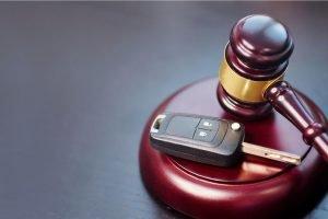 Cita en corte por manejar sin licencia: ¿Qué me puede ocurrir?