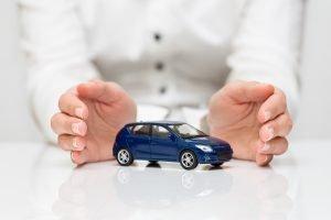¿Cómo asegurar un carro con título salvage o rebuilt?