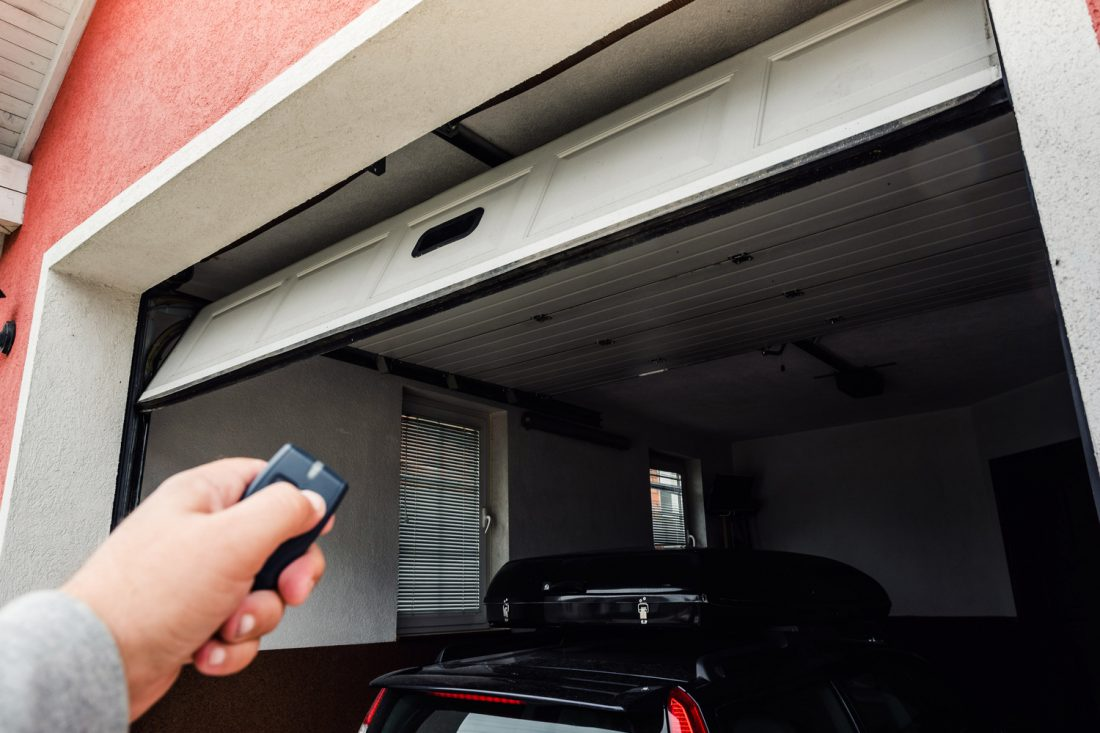Cómo instalar una puerta de garage