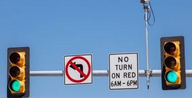 ¿Cómo saber si un semáforo tiene cámara?