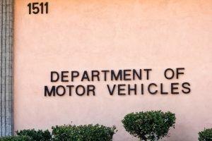¿Las aseguradoras de auto reportan accidentes al DMV?