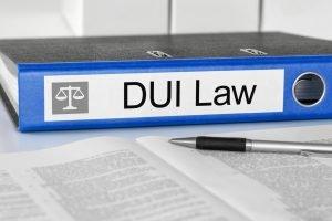 ¿Puedo arreglar papeles si tengo un DUI?